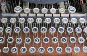 dusty-vintage-keyboard by Ladyheart